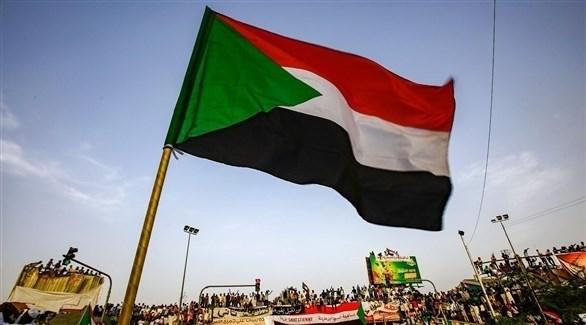 علم السودان فوق متظاهرين في الخرطوم (أرشيف)