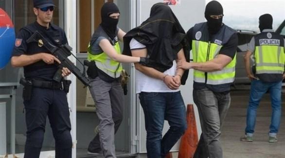 قوة إسبانية أثناء اعتقال مطلوب في عملية سابقة (أرشيف)
