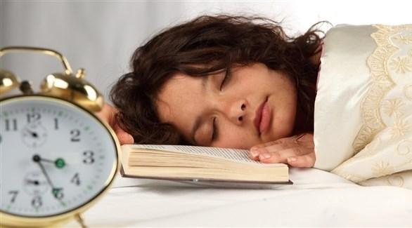 تذبذب موعد النوم بين ليلة وأخرى يؤثر على التمثيل الغذائي (تعبيرية)