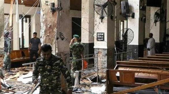عسكريون سريلانكيون في كنيسة استهدفتها تفجيرات عيد الفصح الماضي (أرشيف)