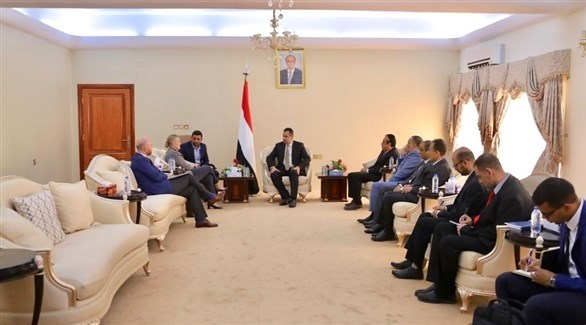 رئيس الحكومة اليمنية معين عبدالملك و منسقة الأمم المتحدة للشؤون الإنسانية ليز غراندي (سبأ)