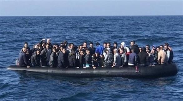 مهاجرون على متن قارب في البحر الأبيض المتوسط (أرشيف)