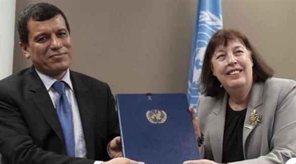 القائد العام لقوات قسد مظلوم عبدي، وممثلة الأمم المتحدة فرجينيا غامبا (أرشيف)