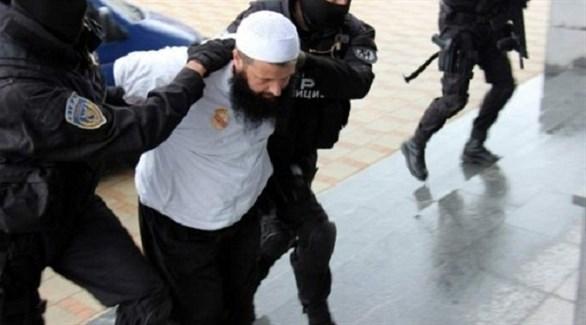 الشرطة البوسنية تقتاد متطرفاً إسلامياً في سراييفو (أرشيف)
