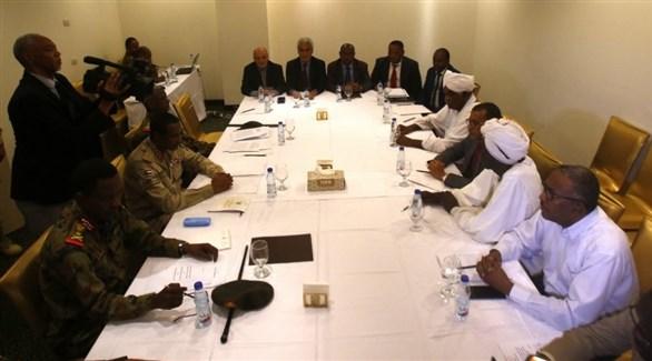اجتماع الفرقاء السودانيين بحضور ممثلي أثيوبيا والاتحاد الأفريقي في الخرطوم  (أرشيف)