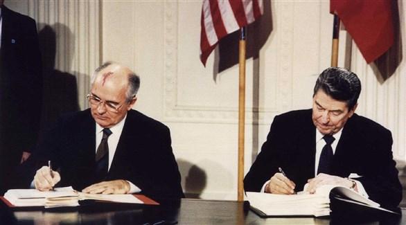 الرئيس الأمريكي رونالد ريغان والزعيم السوفييتي ميخائيل غورباتشيف وقعان معاهدة حظر الصواريخ قصيرة ومتوسطة المدى(أرشيف)