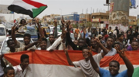 سودانيون يحتفلون بالاتفاق (أ ف ب)