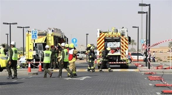 عناصر دفاع مدني أبوظبي خلال عملية الإنقاذ (من المصدر)