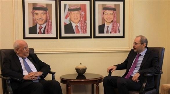 وزير الخارجية الأردني أيمن الصفدي وصائب عريقات (تويتر)