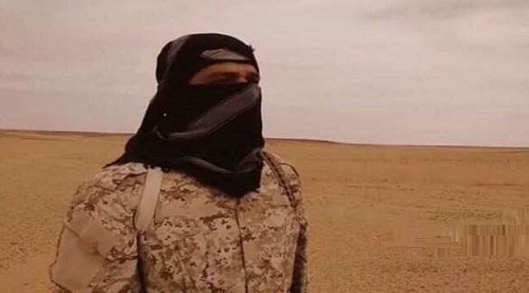 زعيم داعش في بنغازي محمود البرعصي (الوسط)