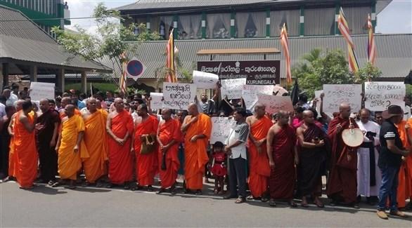 رهبان بوذيون متشددون في سريلانكا (أ ف ب)