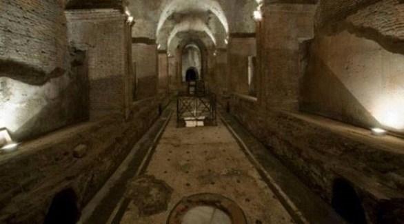 داخل أحد الأنفاق الكثيرة التي تم افتتاحها مؤخراً في روما (ميرور)