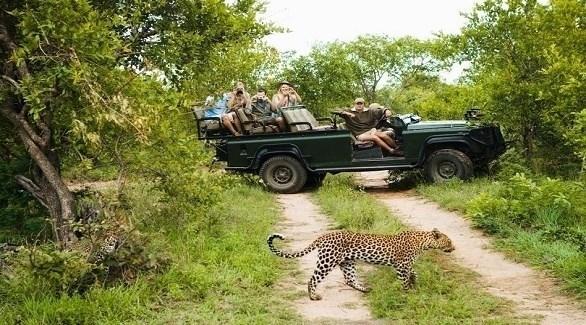 سياح في محيمة أفريقية (أرشيف)