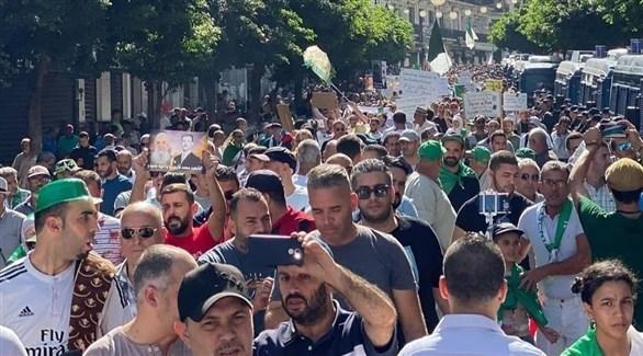 جانب من التظاهرات في الجزائر (تويتر)