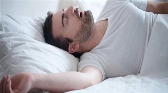 تعديل وضعية النوم ليكون على الجانب (تعبيرية)