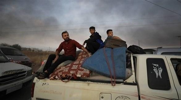 نزوح مدنيين من رأس العين بسبب القصف التركي (رويترز)