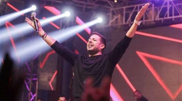 بالصور: محمد حماقي يغني لطلبة الإسكندرية