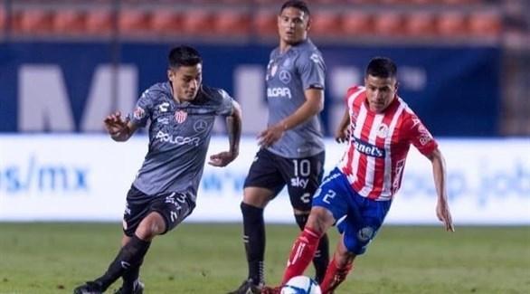 الدوري المكسيكي: نيكاكسا يرتقي للوصافة 20191110121451823OL.