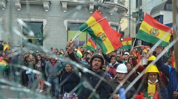 متظاهرون معارضون للرئيس إيفو موراليس في بوليفيا (اي بي ايه)