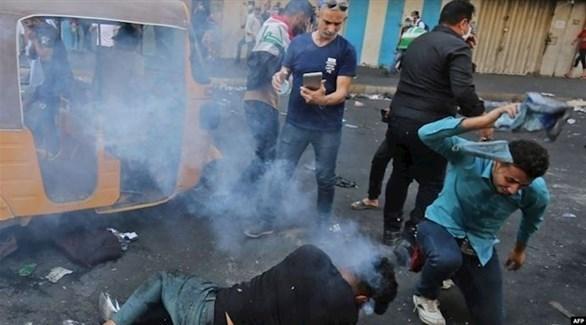 إصابة أحد المتظاهرين العراقيين بقنبلة غاز بالرأس (أرشيف)