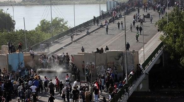 متظاهرون عراقيون على جسر التحرير (أرشيف)