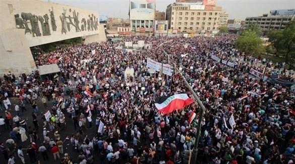 محتجون في ساحة التحرير في العاصمة العراقية بغداد (أرشيف)