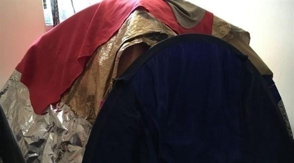 امرأة تنام تحت خيمة مغطاة بالقصدير (ميرور)