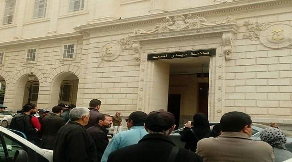 متظاهرون أمام محكمة سيدي امحمد في الجزائر (الوطن)