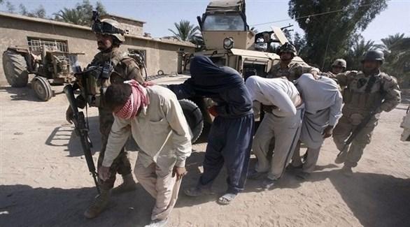 الجيش العراقي يعتقل مسلحين من داعش في الموصل (أرشيف)