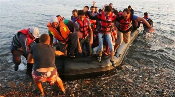 لاجئون على قارب مطاطي (أرشيف)