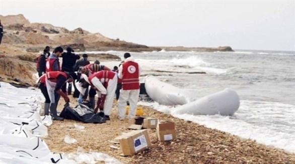 انتشال جثث مهاجرين من شواطئ ليبيا (أرشيف)