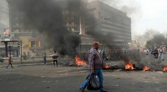محتجون عراقيون يغلقون الطرق بالإطارات المشتعلة (أرشيف)