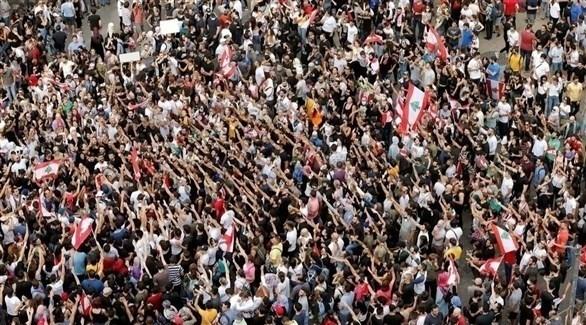محتجون في إحدى الساحات اللبنانية (أرشيف)