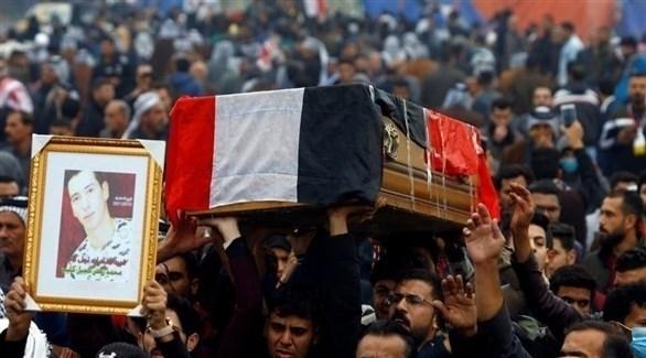 متظاهرون عراقيون يشيعون أحد ضحايا الاحتجاجات (أرشيف)