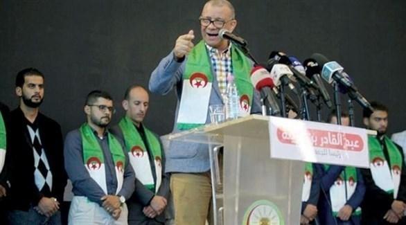 بن قرينة أثناء إلقاء خطاب له (الشرق الأوسط)