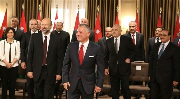حكومة الدكتور عمر الرزاز بعد حلفان اليمين أمام الملك عبدالله الثاني (أرشيف)