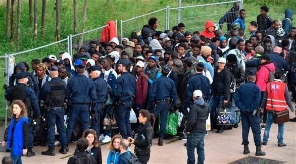 الشرطة الفرنسية تخلي مخيماً للاجئين (أرشيف)