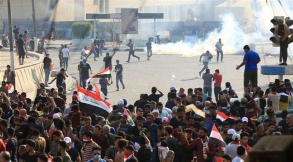 عراقيون يغلقون مدخل ميناء أم قصر في البصرة (أرشيف)