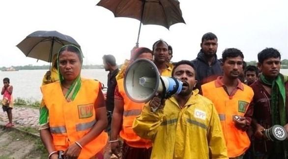 مسؤولون بنغاليون يناشدون السكان الابتعاد عن الساحل (أ ف ب)