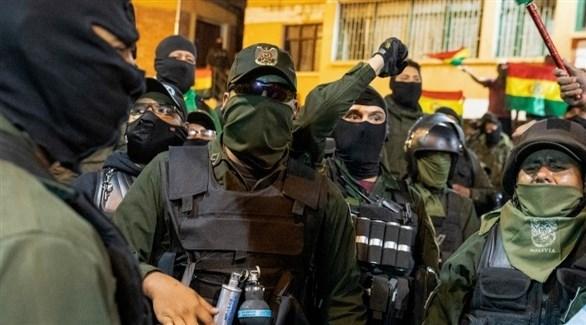 وحدات من الشرطة تنضم إلى المتظاهرين في بوليفيا (أ ف ب)