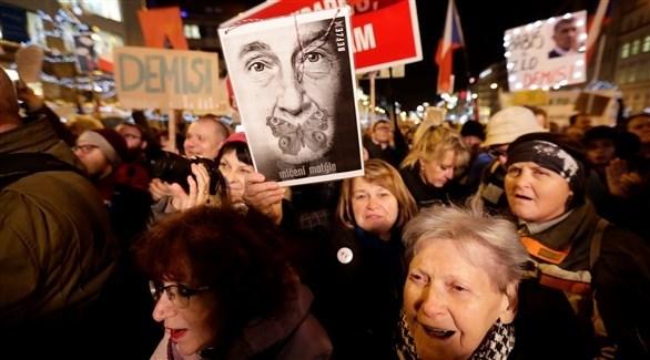 جانب من التظاهرات في التشيك (رويترز)