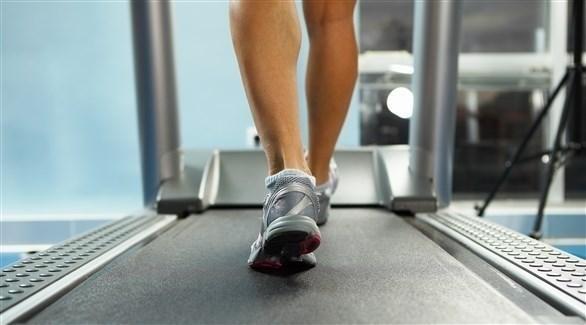 جهاز المشي يساعد على بناء اللياقة المطلوبة للقلب (تعبيرية)