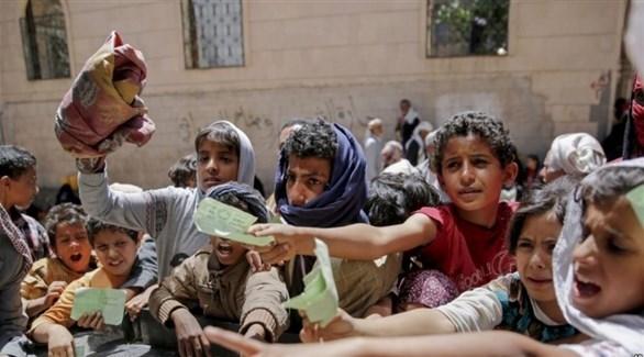 أطفال في اليمن ينتظرون الحصول على مساعدات إنسانية (أرشيف)