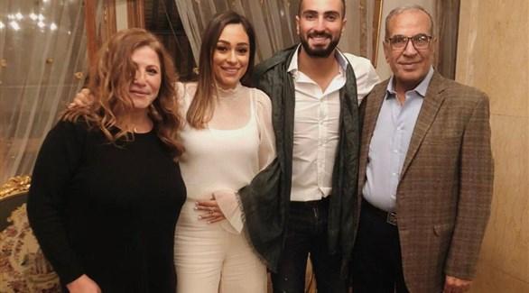 محمد الشرنوبي يحتفل بخطبته من مديرة أعمال أنغام (انستجرام)