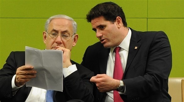 السفير الإسرائيلي في واشنطن بجانب رئيس الوزراء بنيامين نتانياهو (أرشيف)