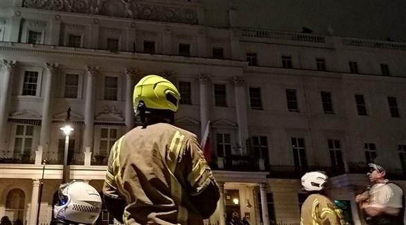 الأجهزة الأمنية البريطانية أمام السفارة البحرينية (رويترز)