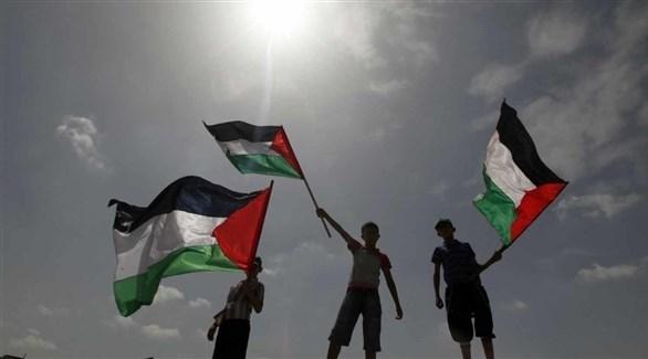 أطفال يحملون العلم الفلسطيني (أرشيف)