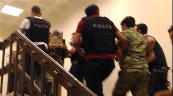 جانب من عملية احتجاز عسكريين (أرشيف)