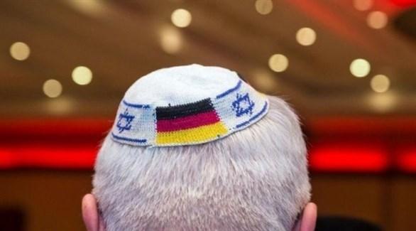 الكيباه اليهودية ويظهر العلم الألماني عليها (أرشيف)
