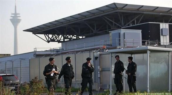 أمن ألماني أمام سجن مدينة دوسلدورف حيث يحتجز السوري المتهم بجرائم الحرب (أرشيف)